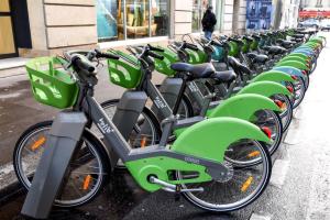 PARIS, Bicicletas en la estación de Velib Metropole